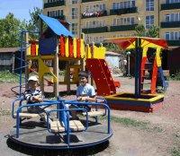 В Цхинвале благоустраивают детские площадки
