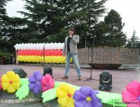Мэрия Цхинвала организовала для выпускников праздничный концерт.