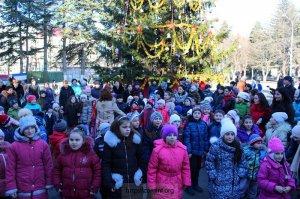 Открытие главной республиканской елки состоялось в столице Южной Осетии
