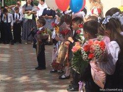 Цветы, улыбки, первоклашки. В Цхинвальской школе №9 отметили День знаний