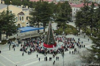 В Цхинвале открыли новогоднюю ёлку