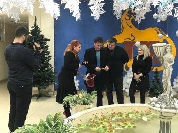 Алан Цховребов исполнил новогодние желания детей