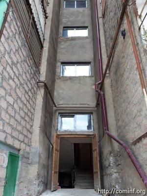 Мэрия Цхинвала приступила к ремонту подъездов в многоквартирных домах