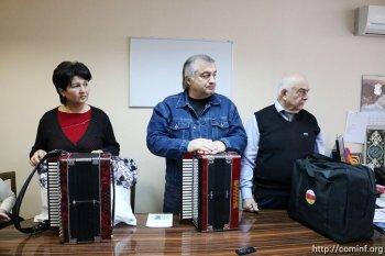 Районные и городские отделы культуры получили в подарок осетинскую гармонику