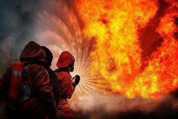 Глава администрации г.Цхинвал поздравил работников противопожарной службы с 90 летием