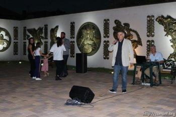 Мэрия организовала  концерт для жителей столицы.