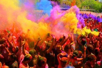 Ярко и красочно: в столице пойдёт фестиваль красок «Арвы рон».